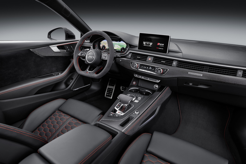 アウディGT新モデル「RS 5 クーペ」は新開発ツインターボエンジンを搭載し、力強い顔つきに! 7番目の画像