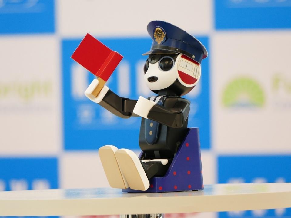 ロボホンが日本を案内するよ! 羽田空港国際線ターミナルで4月からロボットレンタルサービス始動へ  4番目の画像