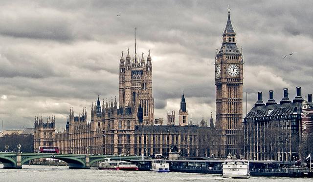 テロ対策を推進するロンドンでテロ事件:国会議事堂前の襲撃で3人死亡、約40人負傷 1番目の画像