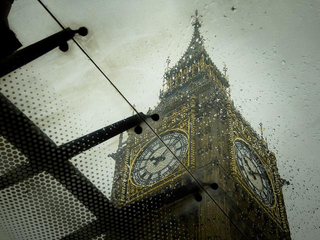 テロ対策を推進するロンドンでテロ事件:国会議事堂前の襲撃で3人死亡、約40人負傷 2番目の画像