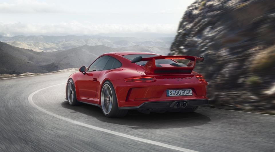 まるで公道を走るレーシングカー! ポルシェの新型「911 GT3」はモンスターマシンだった!! 3番目の画像