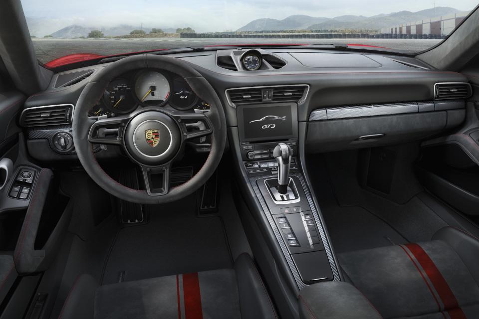 まるで公道を走るレーシングカー! ポルシェの新型「911 GT3」はモンスターマシンだった!! 4番目の画像