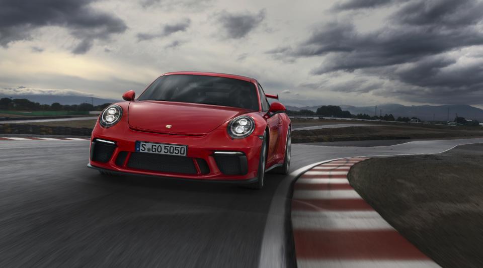 まるで公道を走るレーシングカー! ポルシェの新型「911 GT3」はモンスターマシンだった!! 5番目の画像