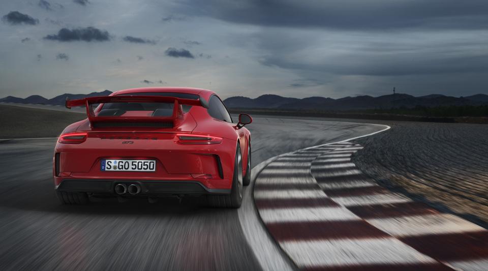 まるで公道を走るレーシングカー! ポルシェの新型「911 GT3」はモンスターマシンだった!! 6番目の画像