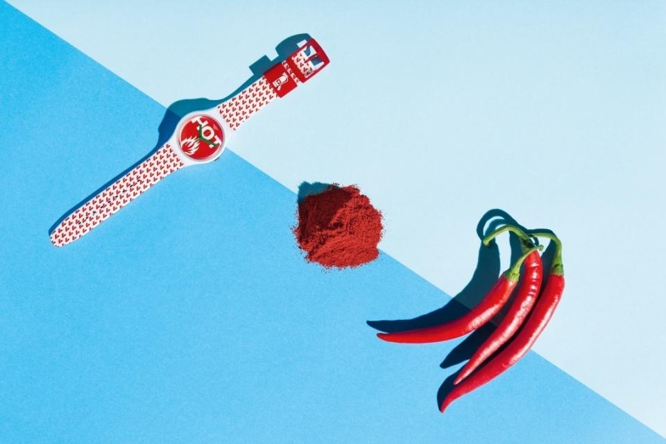 オフ日の腕元に「swatch」新作モデルで遊び心をプラス。ポップな腕時計でこなれたオトコに 7番目の画像
