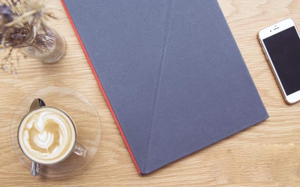 畳んでひねるだけの「LEVIT8」:スタンディングデスクで健康的なビジネスパーソンへ 4番目の画像