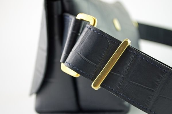 ジャパンメイドの品質とデザイン。ビジネススタイルにも馴染むUni&co.のメッセンジャーバッグ 16番目の画像
