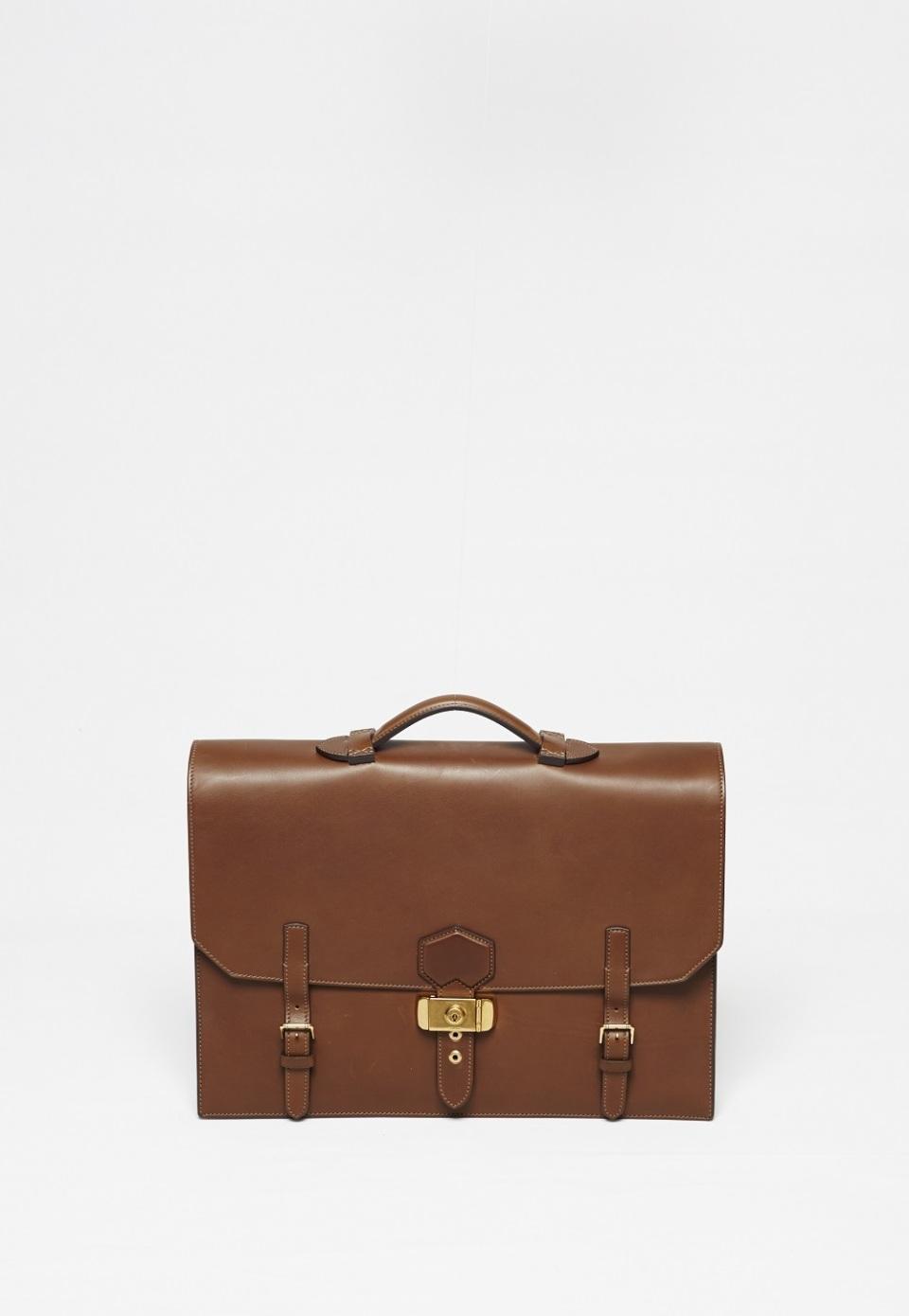 ダンヒルのビジネスバッグは、絶対の安心と信頼で男を次のステージへと導く 1番目の画像