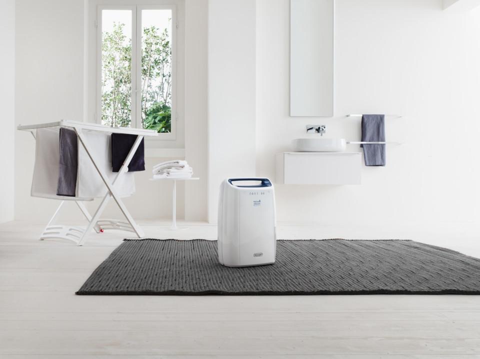 生乾きのイヤなニオイとおさらば! 「デロンギ 衣類乾燥除湿機」で清潔なビジネスパーソンに 1番目の画像
