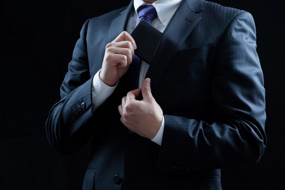 【年齢別】高コスパな名刺入れのおすすめブランド7選|使いやすさと素材にこだわろう 1番目の画像