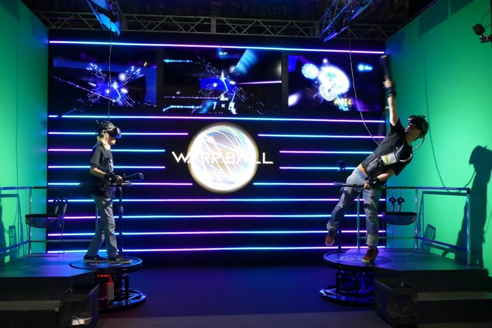 VRで遊ぶ近未来スポーツ「WARP BALL」がテレビ朝日のサマステに登場!1対1の空中戦を体感 1番目の画像