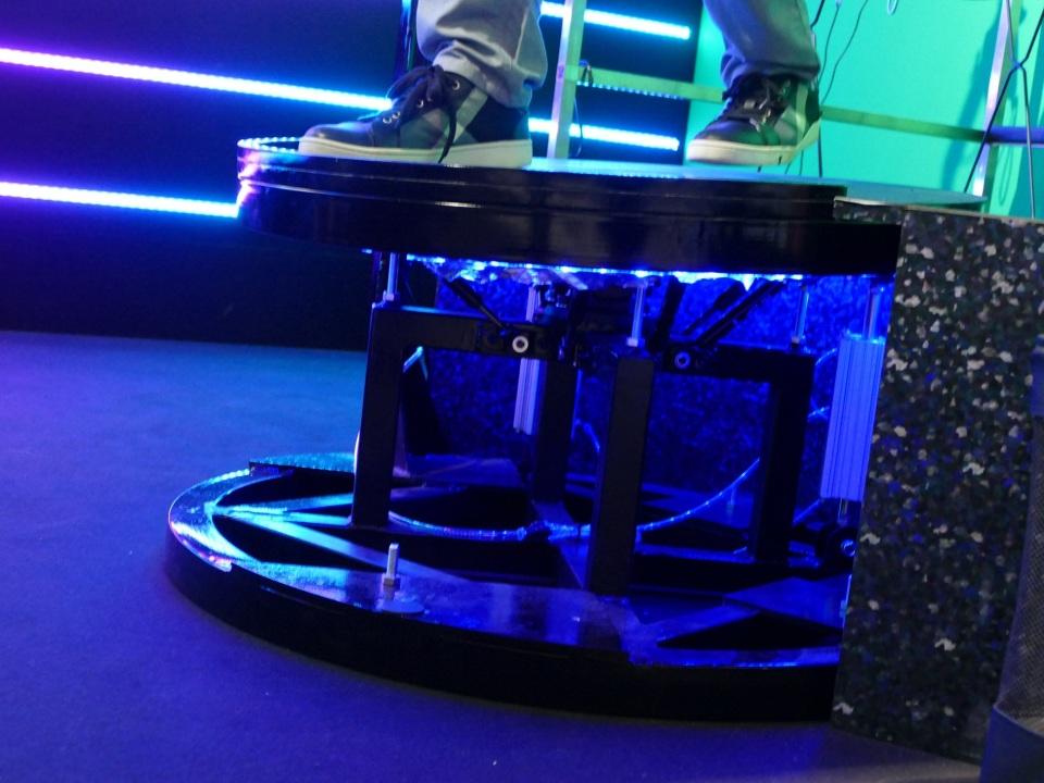 VRで遊ぶ近未来スポーツ「WARP BALL」がテレビ朝日のサマステに登場!1対1の空中戦を体感 5番目の画像