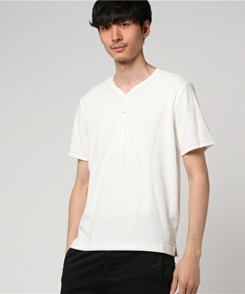 オシャレ上級者っぽく見える旬アイテム「ヘンリーネックTシャツ」特集 2番目の画像