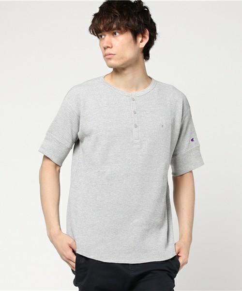 オシャレ上級者っぽく見える旬アイテム「ヘンリーネックTシャツ」特集 5番目の画像