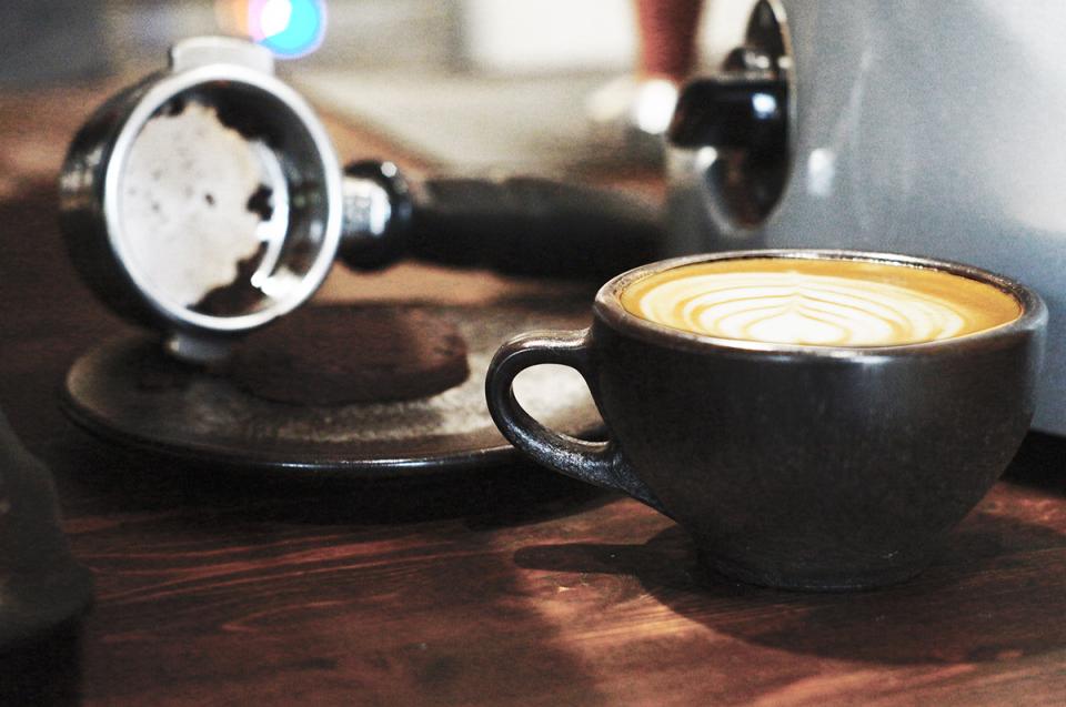抽出後の豆かすがおしゃれに生まれ変わる、環境に優しいコーヒーカップで味わう至福の一杯 2番目の画像