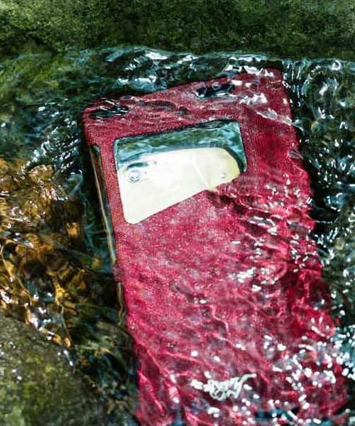 大切なスマホをおしゃれに守る! 海やプールで使えるROOT COの防水スマホケース 3番目の画像
