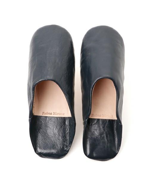 窮屈でムレる革靴から解放されたい! オフィスで使えるルームシューズ 5番目の画像