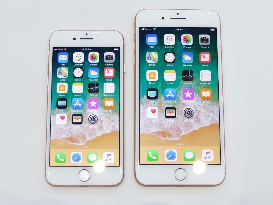 【現地写真】アップル、5.8型有機EL搭載の10周年記念モデル「iPhone X」を発表! 6番目の画像