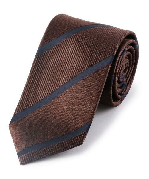 【完全版】王道「ネイビースーツ」の着こなし術:ネイビースーツの基礎からワンランク上のおしゃれまで 16番目の画像