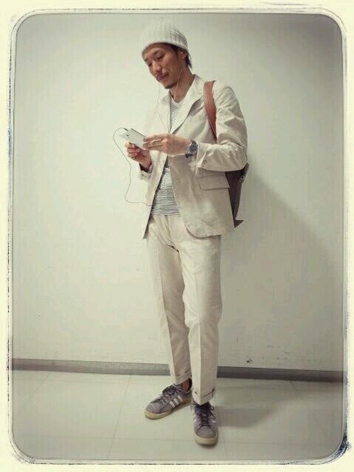 スーツにスニーカーはあり?なし? お洒落なスーツ×スニーカーコーデ&スニーカー3選 21番目の画像