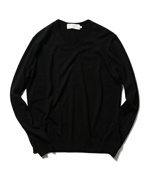 秋冬のスーツスタイルは「セーター」を取り入れる! スーツとセーターの着こなしを徹底解説 15番目の画像