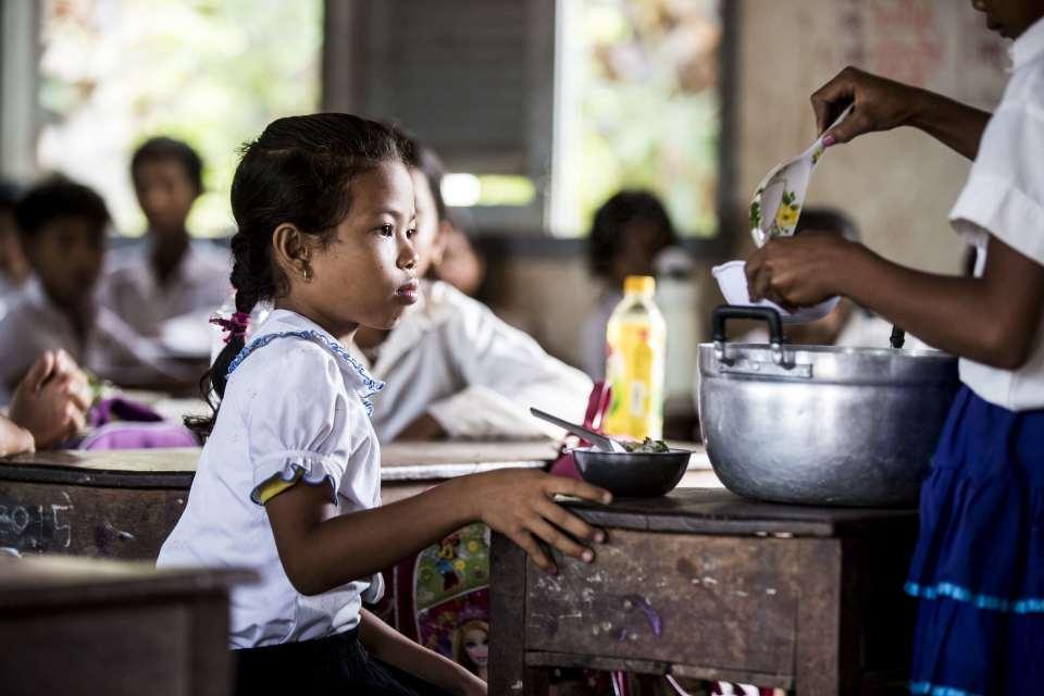スマートウォッチ1つが子供の100食に。マイケル・コース「ウォッチ・ハンガー・ストップ」を展開 2番目の画像