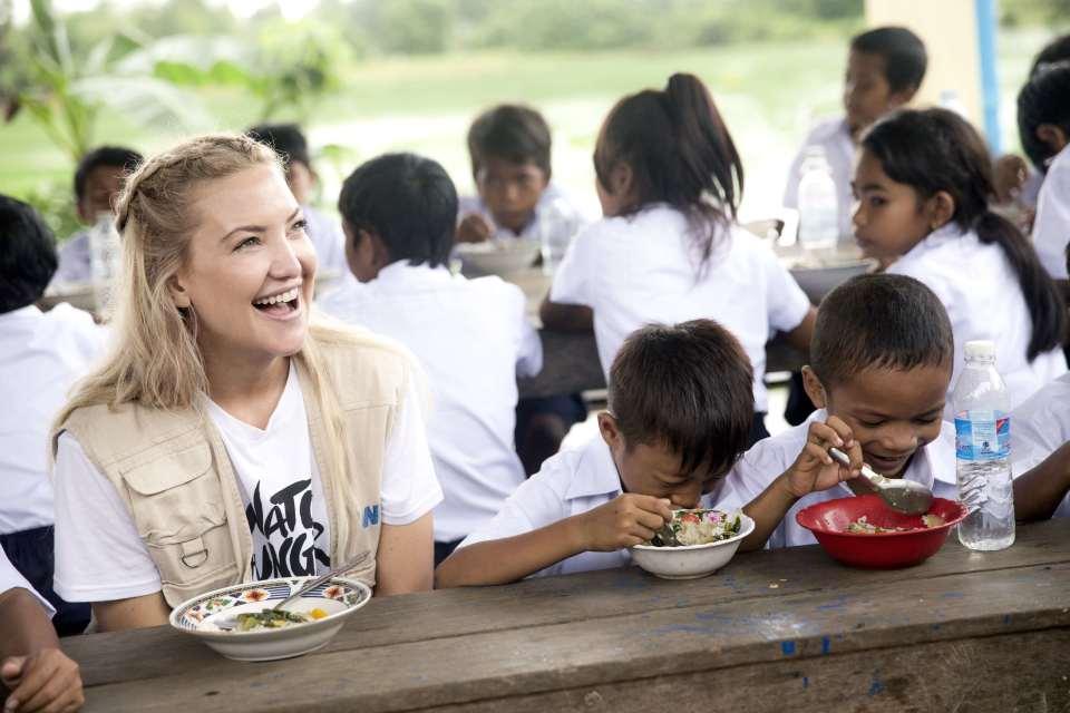 スマートウォッチ1つが子供の100食に。マイケル・コース「ウォッチ・ハンガー・ストップ」を展開 3番目の画像