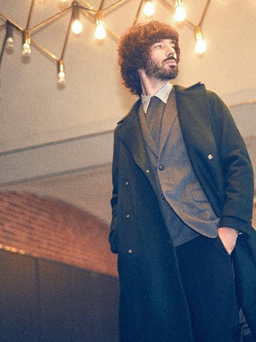秋冬のスーツスタイルは「セーター」を取り入れる! スーツとセーターの着こなしを徹底解説 4番目の画像