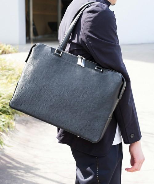 オフィスにトートバッグはあり派?なし派?A4サイズがラクラク入るビジネストートバッグ特集 4番目の画像
