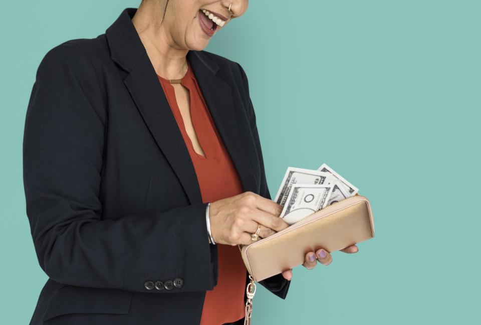 """「幸せはお金で買えない」は間違っていた!心理学者が""""人を幸せにする出費""""の正体を明らかに 1番目の画像"""