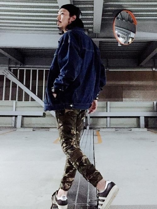 """俄然流行中の""""ジョガーパンツ""""色別メンズコーデ24選:トレンドアイテムを着こなして時代に乗れ! 16番目の画像"""