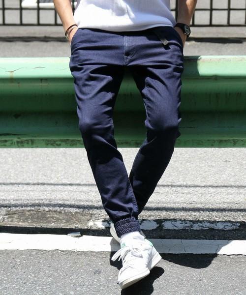 """俄然流行中の""""ジョガーパンツ""""色別メンズコーデ24選:トレンドアイテムを着こなして時代に乗れ! 2番目の画像"""