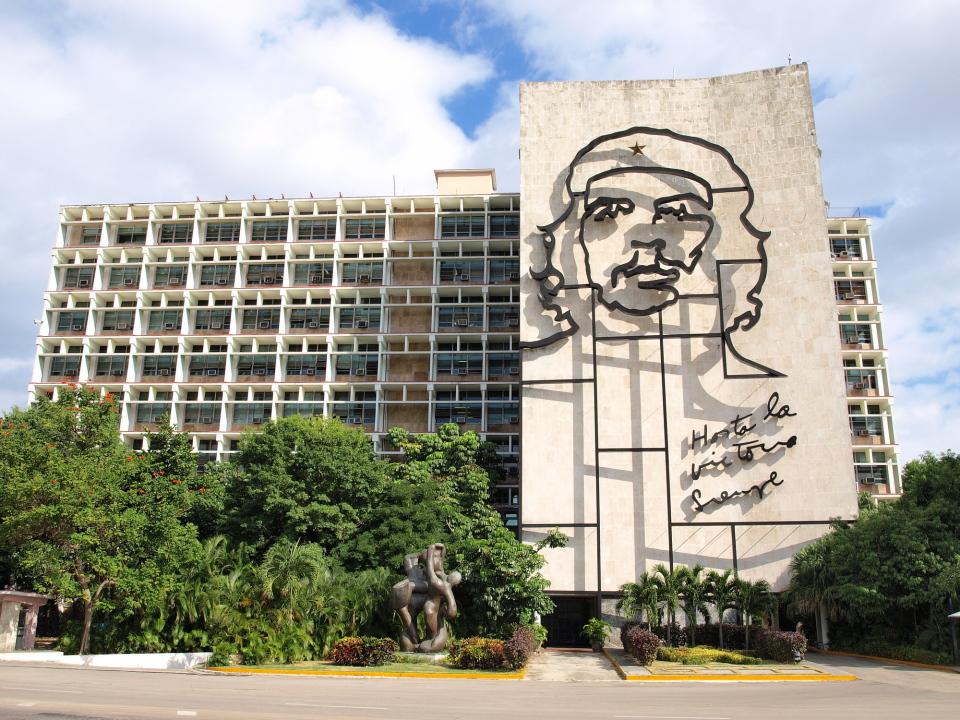 """""""不条理""""と闘った革命家「チェ・ゲバラ」の名言4選:「明日死ぬとしたら、生き方が変わるのか?」 1番目の画像"""