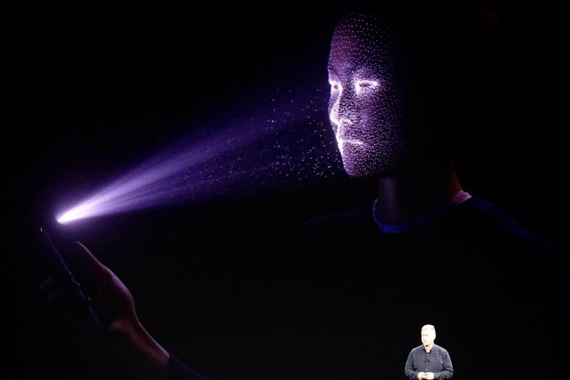 西田宗千佳のトレンドノート:iPhone Xなど顔認証でスマホのセキュリティは向上しない? 3番目の画像