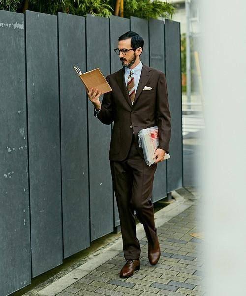 秋冬スーツの新定番「ブラウンスーツ」:ブラウンスーツのおしゃれな着こなしでワンランク上を目指す 1番目の画像