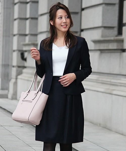女性社員が気を付けたい、スーツを着るときのタイツのマナー 2番目の画像