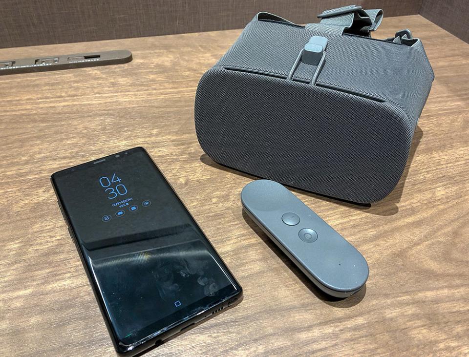 西田宗千佳のトレンドノート:スマホVRを「本物」に引き上げるGoogleの「Daydream」 2番目の画像