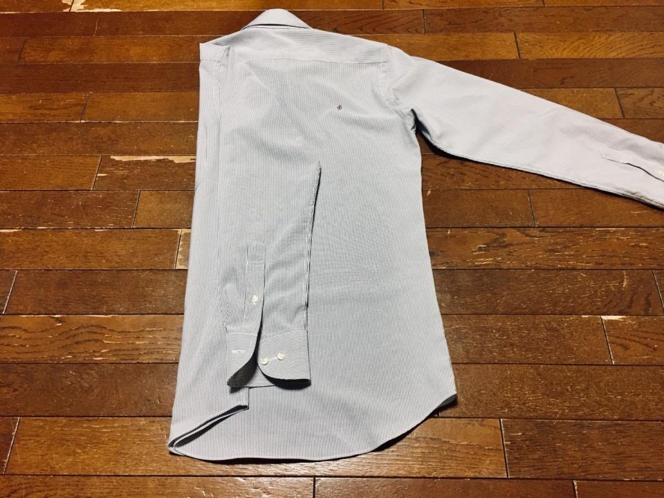 「シワひとつ付けない」ワイシャツ収納術:型崩れ・シワを防ぐワイシャツのたたみ方を紹介! 5番目の画像