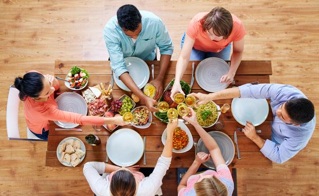 """ダイニングテーブルのDIYは難しくない!天板と脚をひと工夫して""""オンリーワンの家具""""に 1番目の画像"""