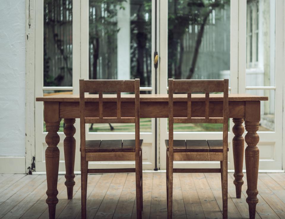 """ダイニングテーブルのDIYは難しくない!天板と脚をひと工夫して""""オンリーワンの家具""""に 6番目の画像"""