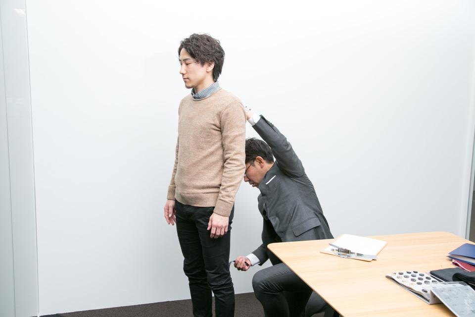 新卒営業マンが3万円からオーダーメイドスーツがつくれる「スマートテーラー」でビシっと大変身! 3番目の画像