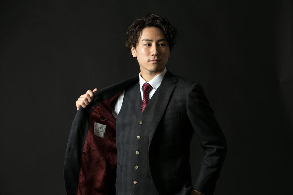 新卒営業マンが3万円からオーダーメイドスーツがつくれる「スマートテーラー」でビシっと大変身! 1番目の画像