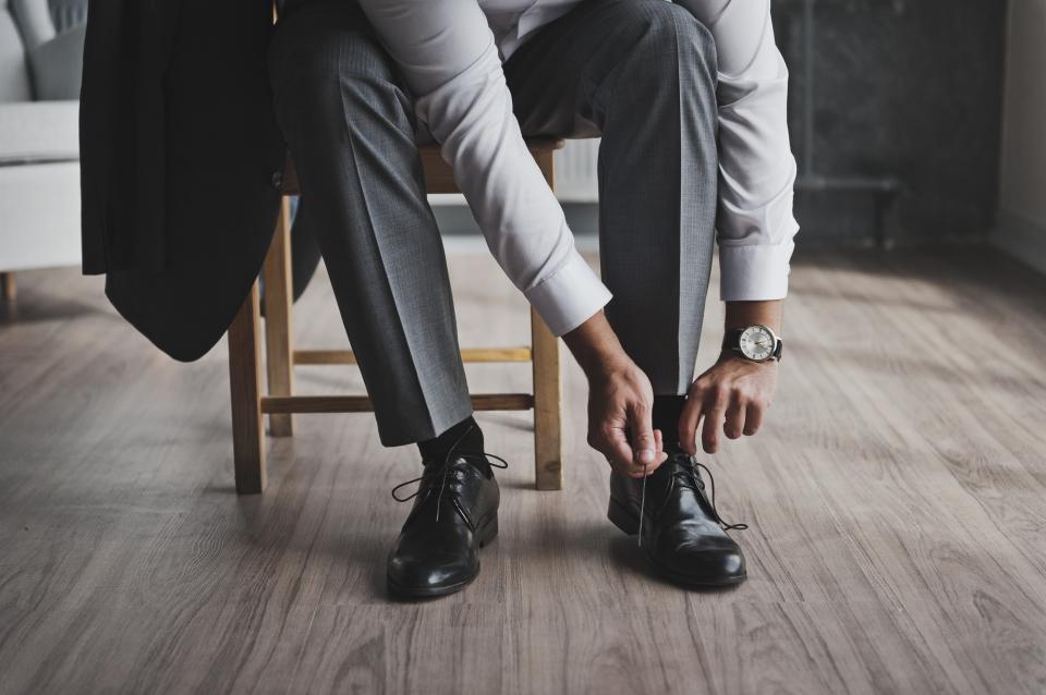 革靴の紐、買ったときの結び方のまま?シーン別ビジネスシューズの紐の結び方 1番目の画像