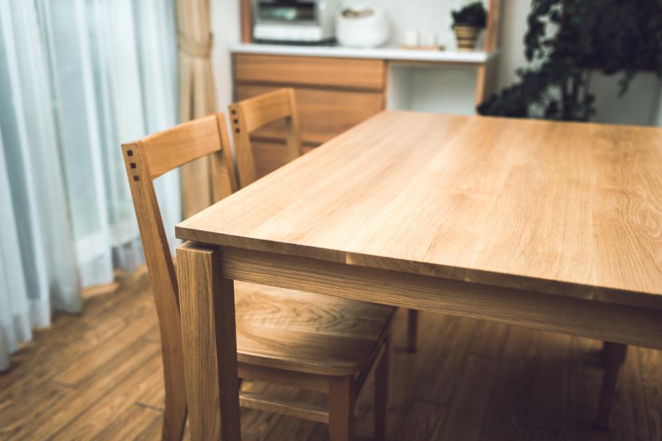 """ダイニングテーブルのDIYは難しくない!天板と脚をひと工夫して""""オンリーワンの家具""""に 2番目の画像"""