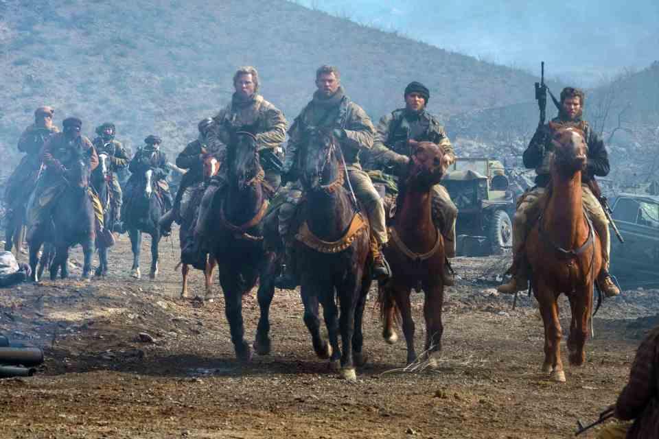 アフガンにいち早く足を踏み入れたアメリカ兵12人の実話が深く胸に刺さる映画「ホース・ソルジャー」 2番目の画像