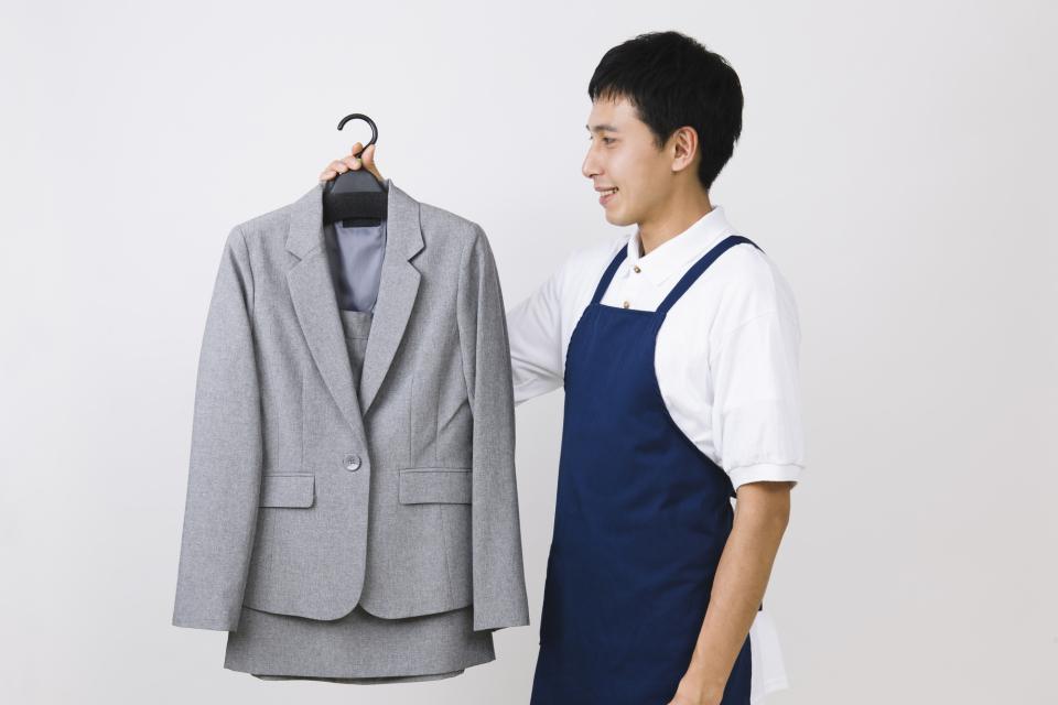 スーツを長持ちさせるクリーニング頻度!スーツクリーニングの相場や日数、お手入れのコツを徹底解説 1番目の画像