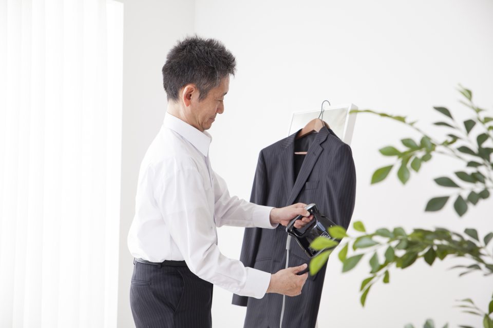 スーツを長持ちさせるクリーニング頻度!スーツクリーニングの相場や日数、お手入れのコツを徹底解説 6番目の画像