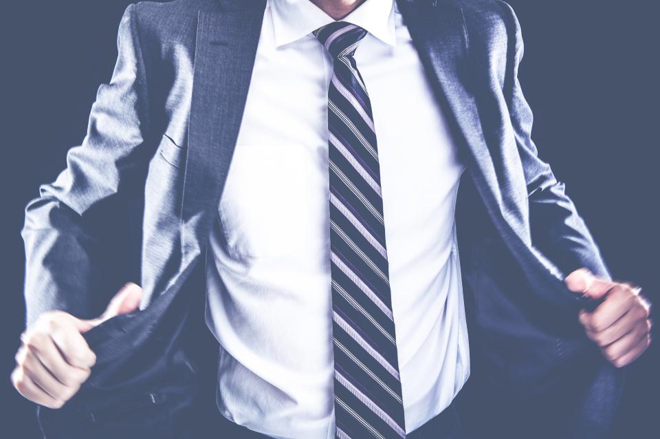 スーツを長持ちさせるクリーニング頻度!スーツクリーニングの相場や日数、お手入れのコツを徹底解説 3番目の画像