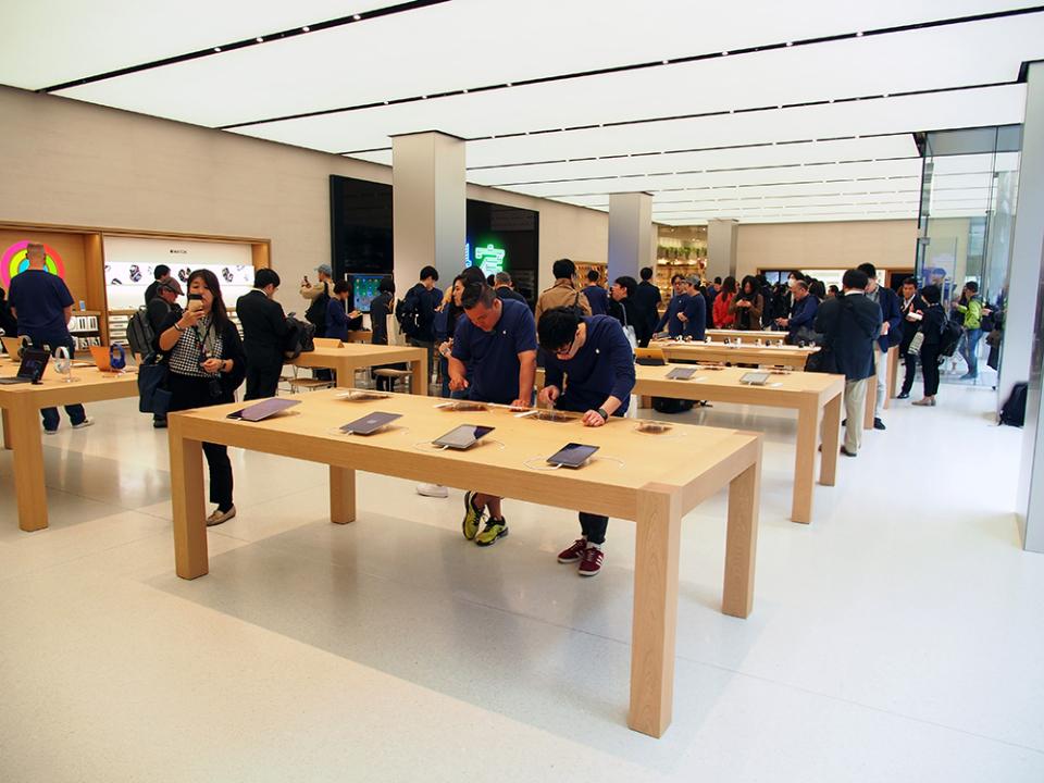 石野純也のモバイル活用術:オープン直前!Apple新宿の全貌をいち早くレポート 6番目の画像