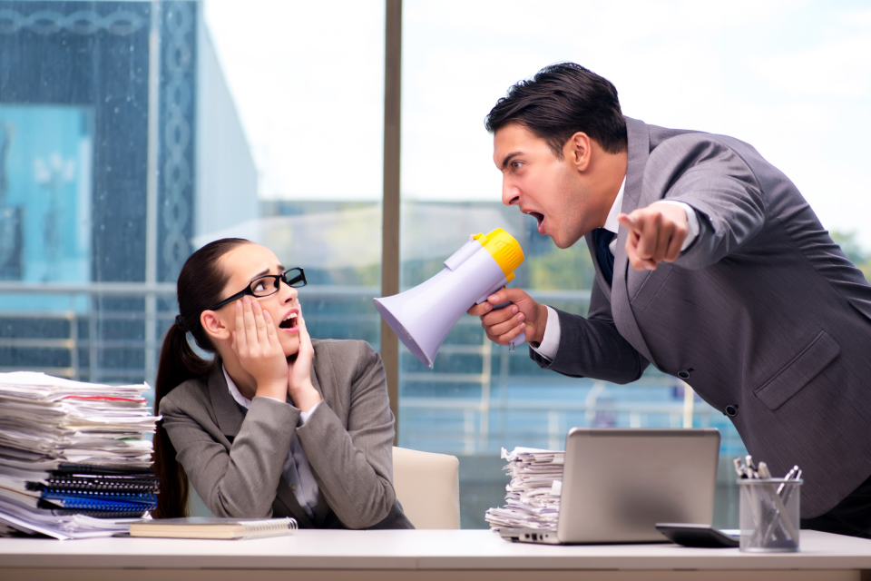 上司の常識「マイクロマネジメント」とは?部下と組織を壊すマイクロマネジメントの特徴と対処法 2番目の画像